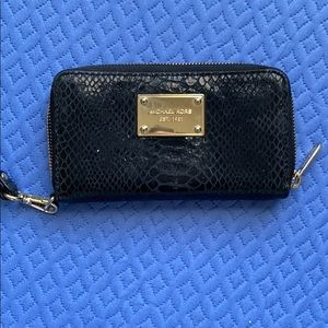 Michael Kors Full Zipper Wallet